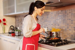 Top 5 Reasons to Prepare Dishes at Home Rather than Eating at Restaurants