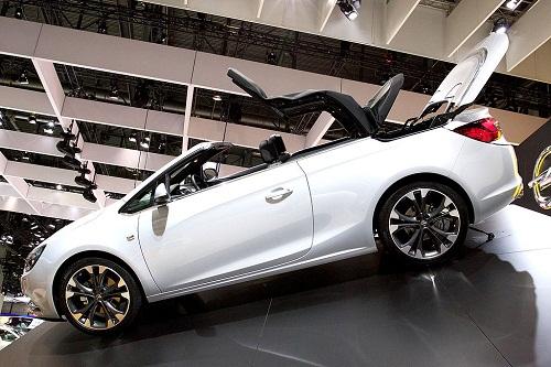1024px-Opel_Cascada