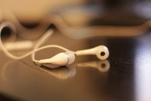 headphones-312817_1920